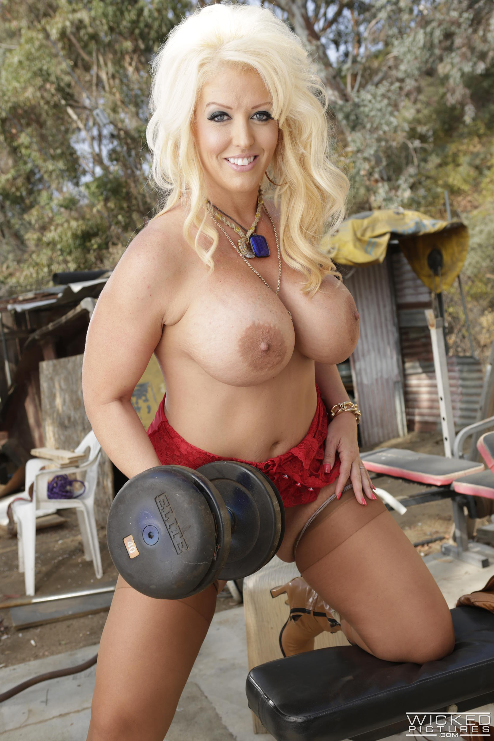 Blonde julie cash and her big tits are ready for black cock