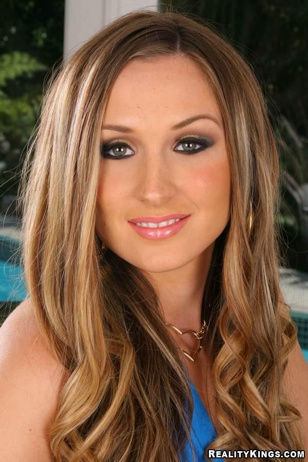 Brooke Bennett Nude Photos 12