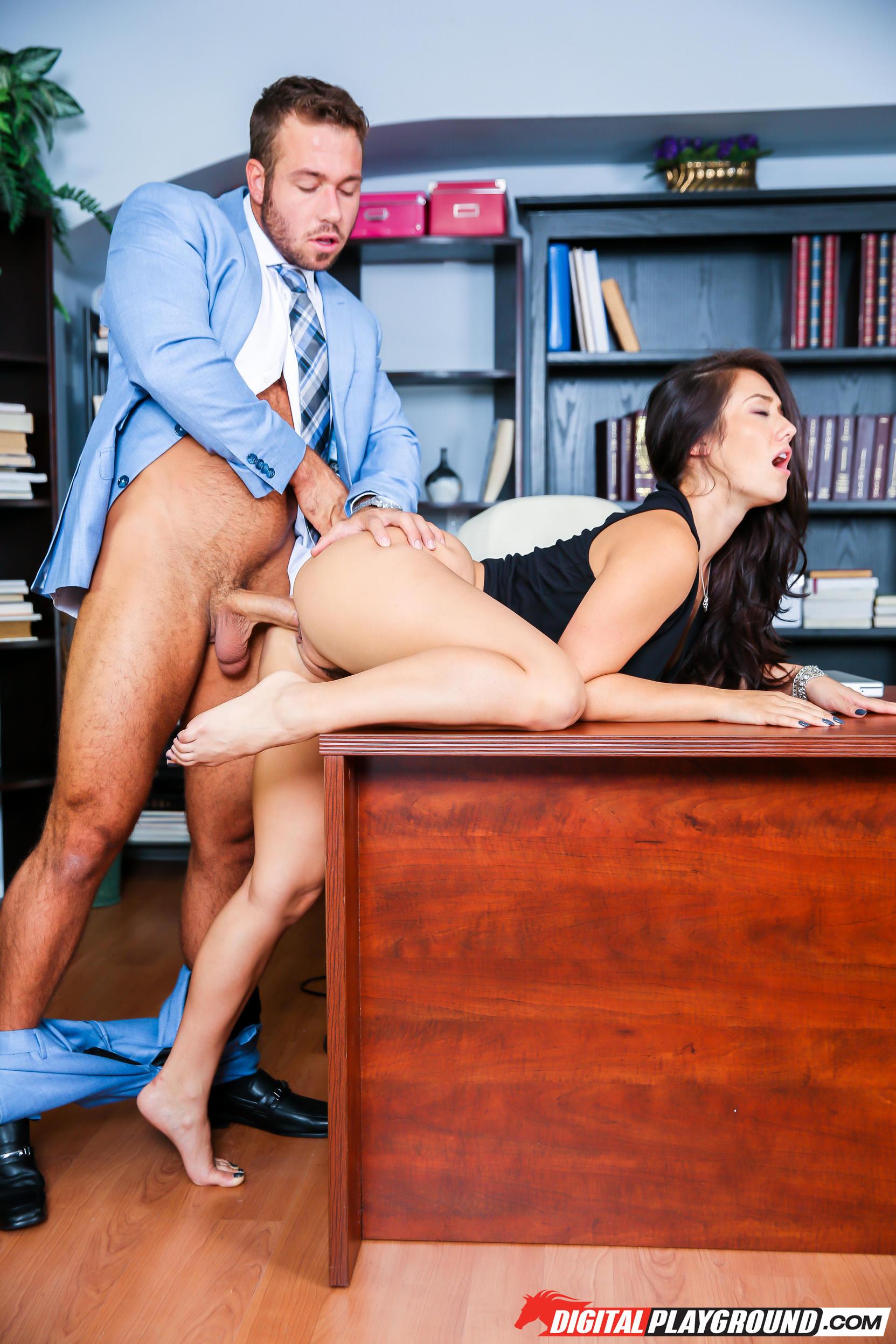 Секс в кабинете видео порно144