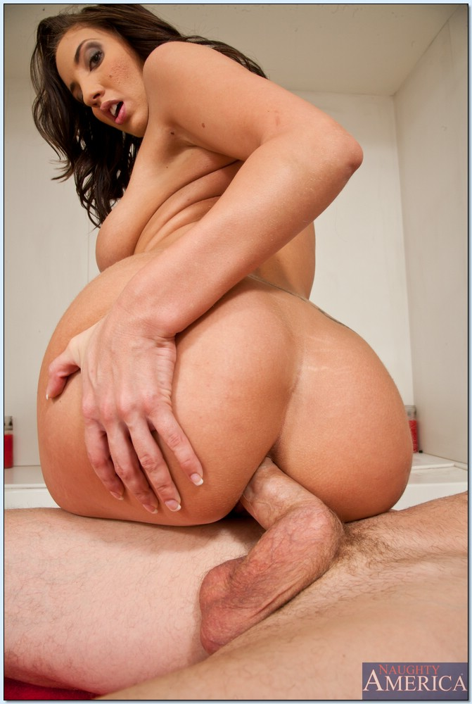 Kelly Divine Juicy Ass