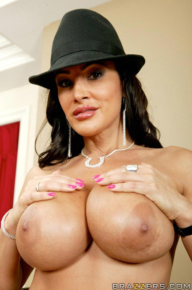 Busty Pornstar Lisa Ann Getting Her Pussy Filled Up With Huge Meat Stick